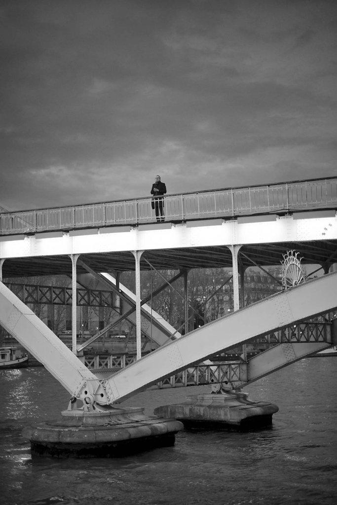 homme-sur-le-pont.jpg