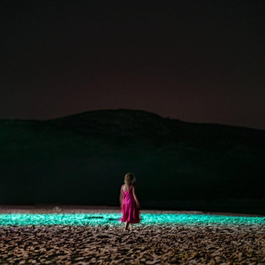 la-petite-fille-sur-la-plage-Snapseed.jpg
